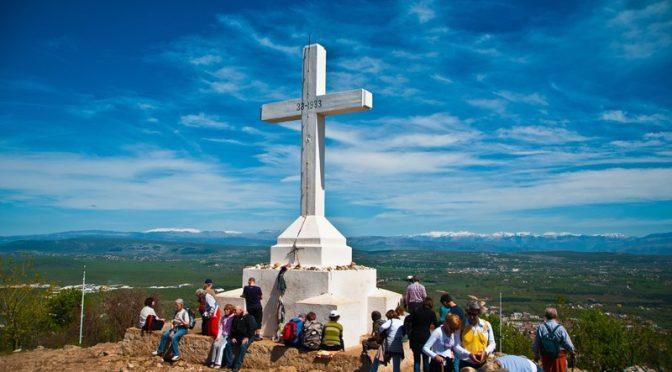 Quando i pellegrini dimenticano che il monte Krizevac a Medjugorje è un luogo sacro.