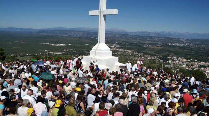La storia poco conosciuta della grande croce sul il monte Krizevac
