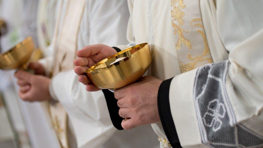 Preghiera per i sacerdoti e la Chiesa